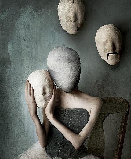 femme-visage-bandc3a9